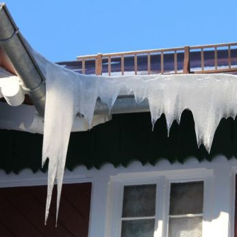 ice dam on roof 2